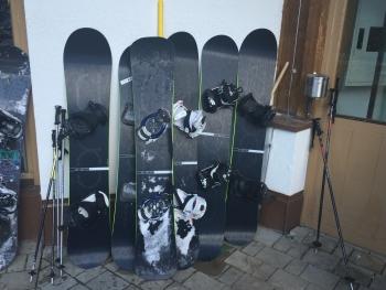 Eine ganze Palette ΦNE Carbon Snowboards die ausgiebig getestet wurden